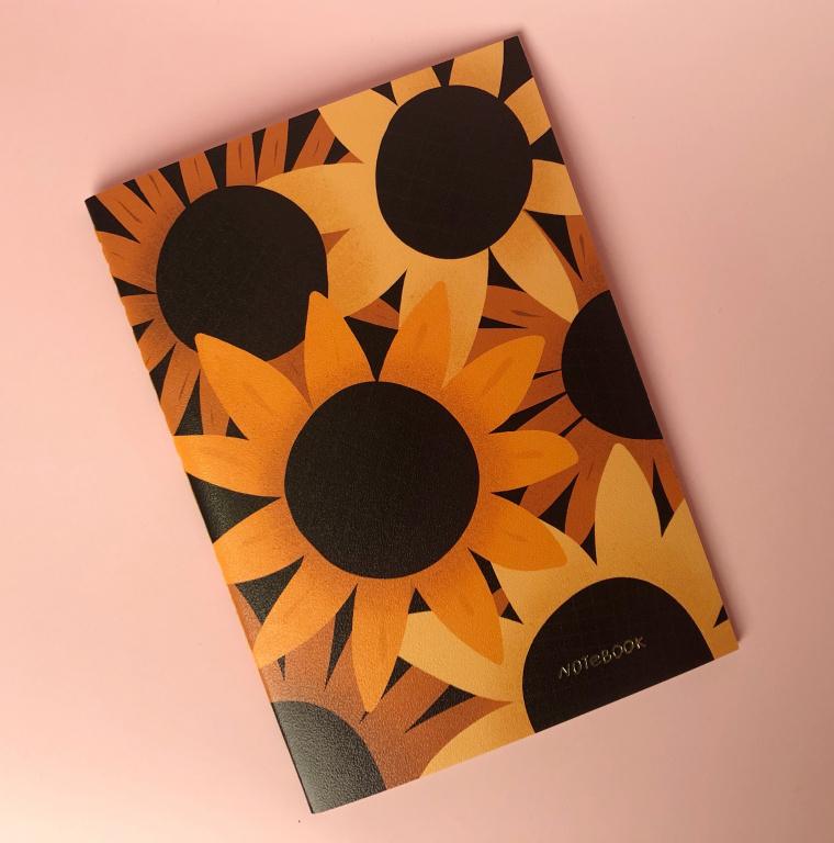 Тетрадь в клетку Sunflower А6 24 л 90 г, скругленные края, бумага слоновая кость, сшивка