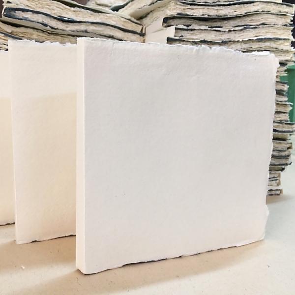 Купить Блок сшитый для акварели KHADI PAPERS 20х20 см 30 л 150 г 100% хлопок, крупнозернистая, без обложки, Индия
