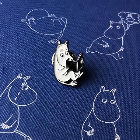 Купить Значок эмалированный Муми-тролли Муми-тролль с книгой, Подписные издания, Россия