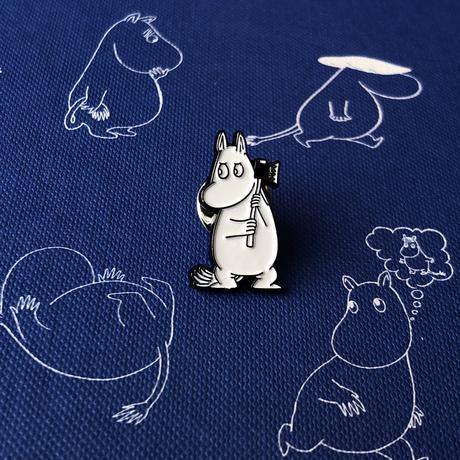 Купить Значок эмалированный Муми-тролли Муми-тролль с топором, Подписные издания, Россия